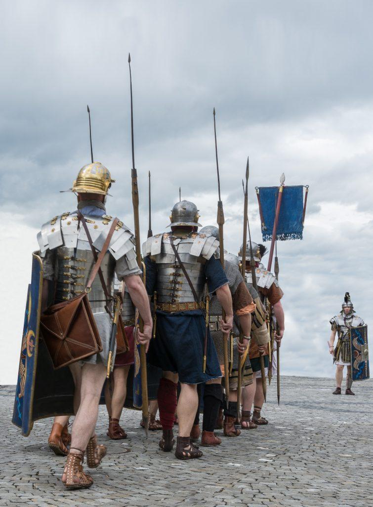soldati-romani-in-marcia